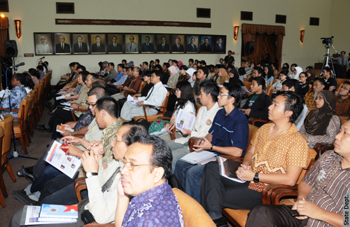 UGM Students Listen to the Panel Discussion