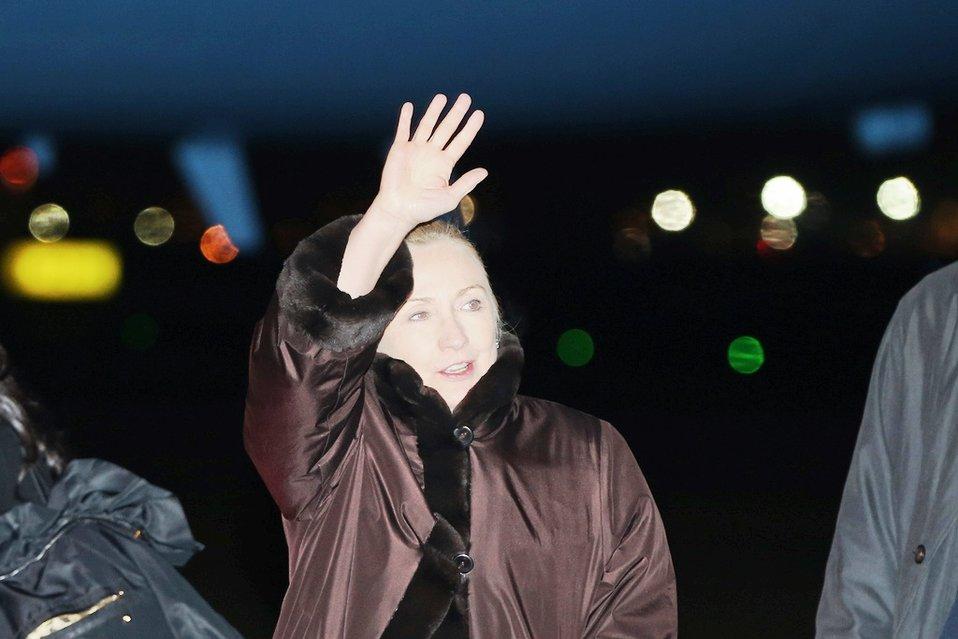 Secretary Clinton Arrives in Dublin