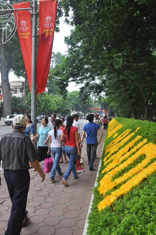 Hanoi residents take to the streets to celebrate 1,000th anniversary of capital.