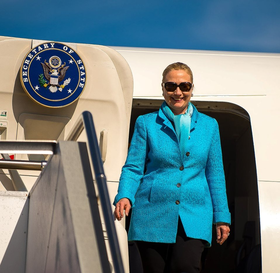 Secretary Clinton Arrives in Perth