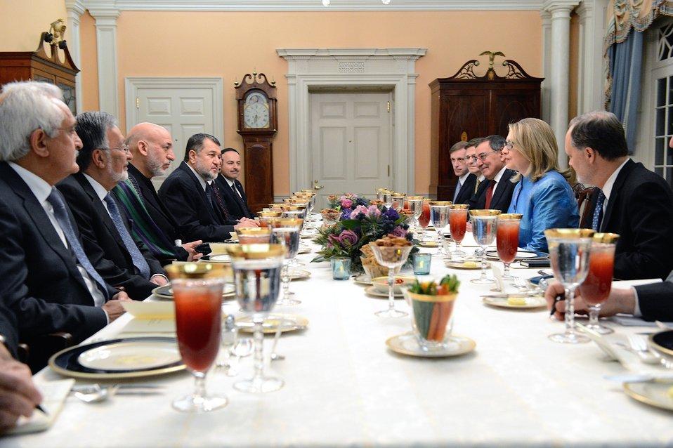Secretary Clinton Hosts a Working Dinner for President Karzai