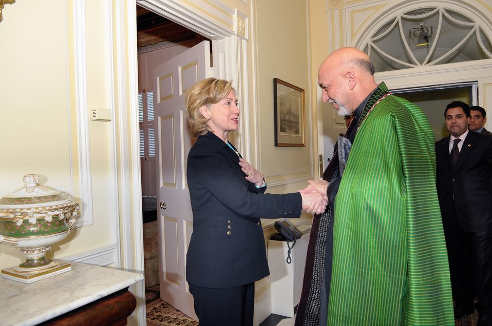 Secretary Clinton Welcomes Afghan President Karzai to Dinner