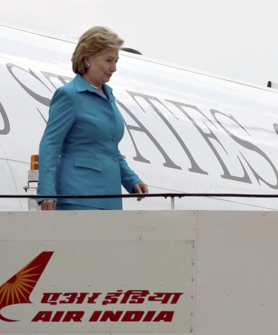 Secretary Clinton Arrives in New Delhi