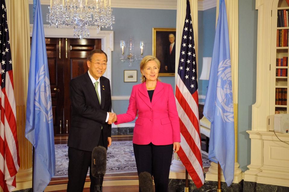 Secretary Clinton Meets with UN Secretary General