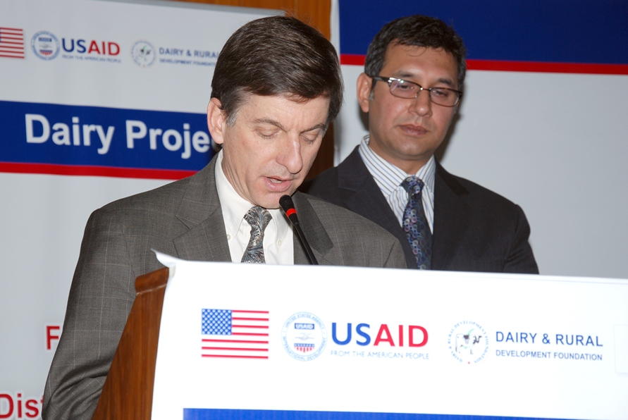 USAID Mission Director Dr. Andrew Sisson addressing the successful AI technicians