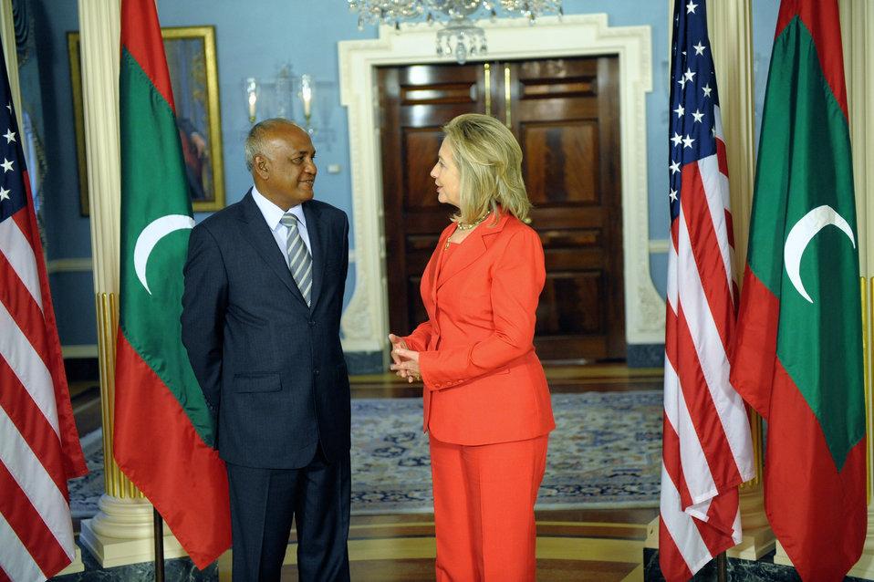 Secretary Clinton Speaks With Maldivian Foreign Minister Naseem