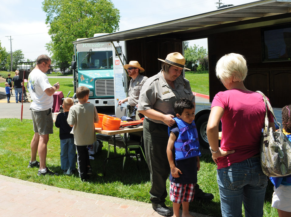 Corps park rangers help teach water safety