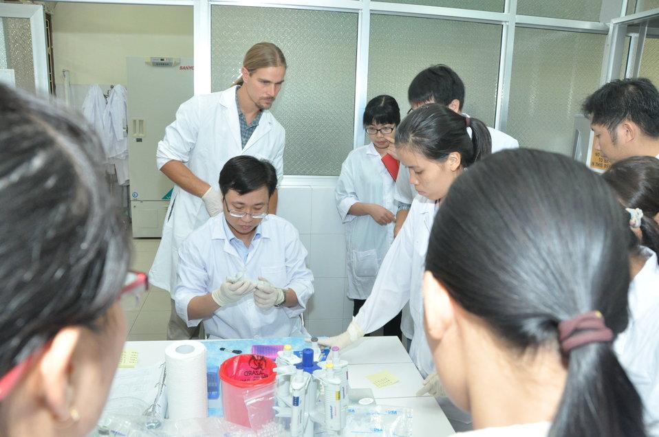 Animal virus detection lab training in Hanoi