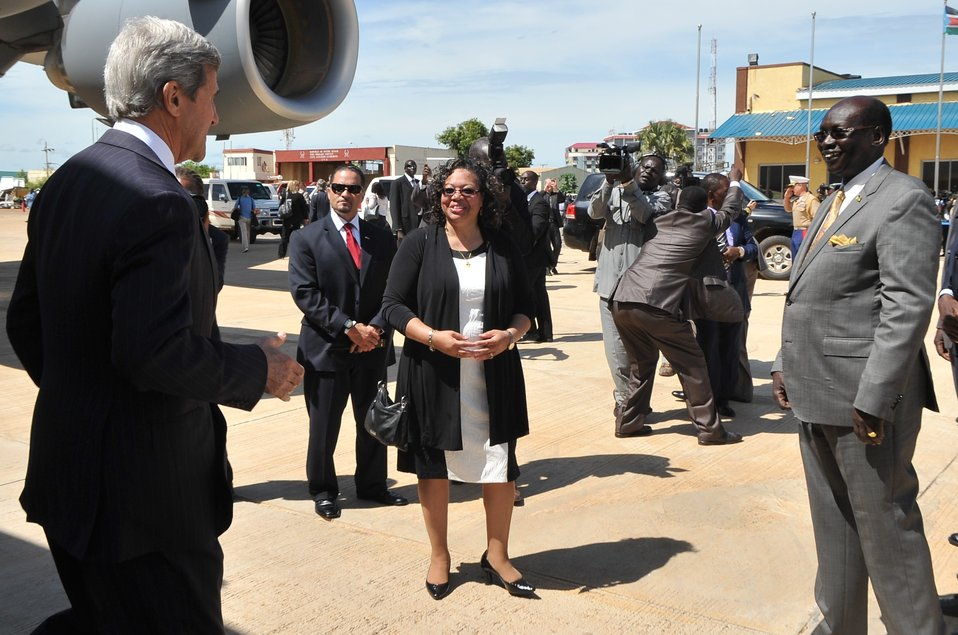 Ambassador Page, South Sudanese Foreign Minister Benjamin Greet Secretary Kerry Upon Arrival in Juba
