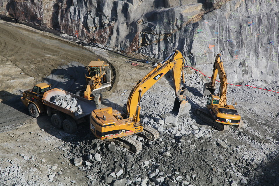 Excavation in the shear zone of the Folsom Dam auxiliary spillway