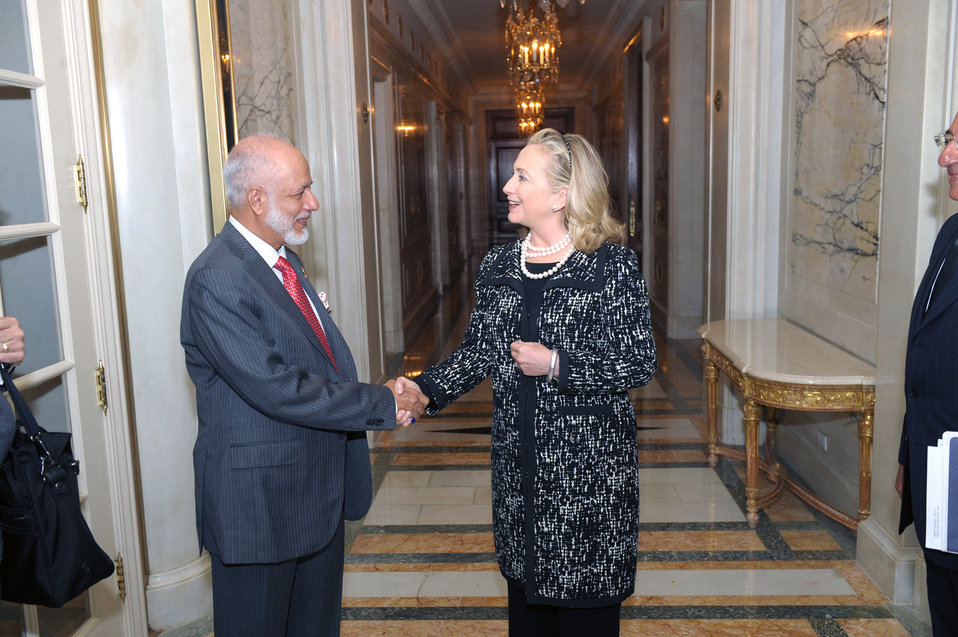 Secretary Clinton Meets With Omani Foreign Minister Yusuf bin Abdullah