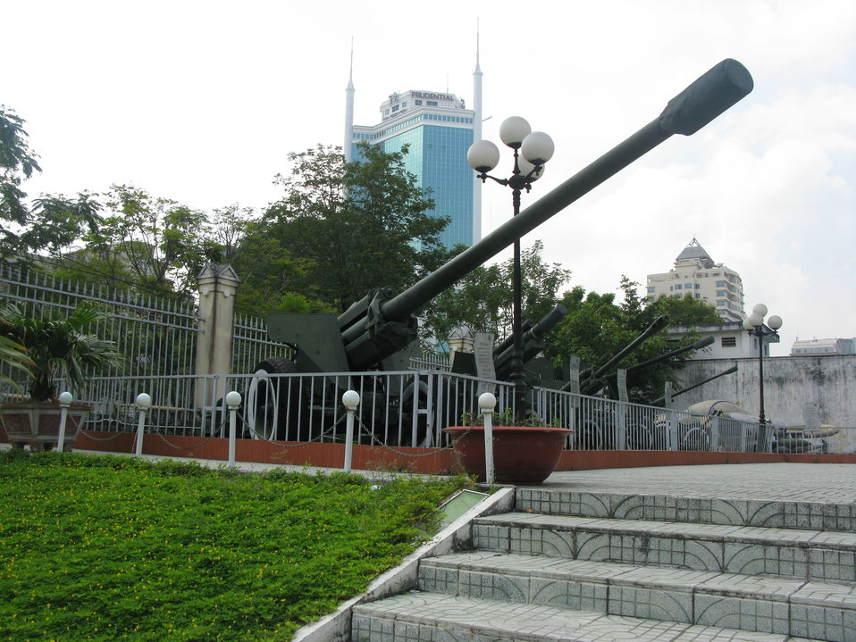 A 130 mm towed field gun M1954 (M-46) of Vietnam People's Army that was set up in Nhon Trach and used to attack Tan Son Nhat Airport during Ho Chi Minh Operation (25th - 30th April 1975). It is now shown in the Museum of Ho Chi Minh Operation. Tiếng Vi