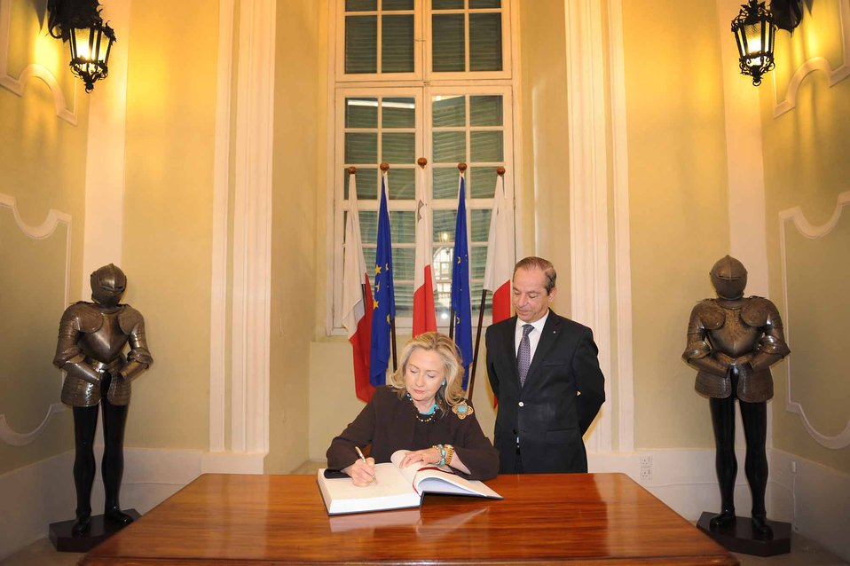 Secretary Clinton Signs the Visitors' Book