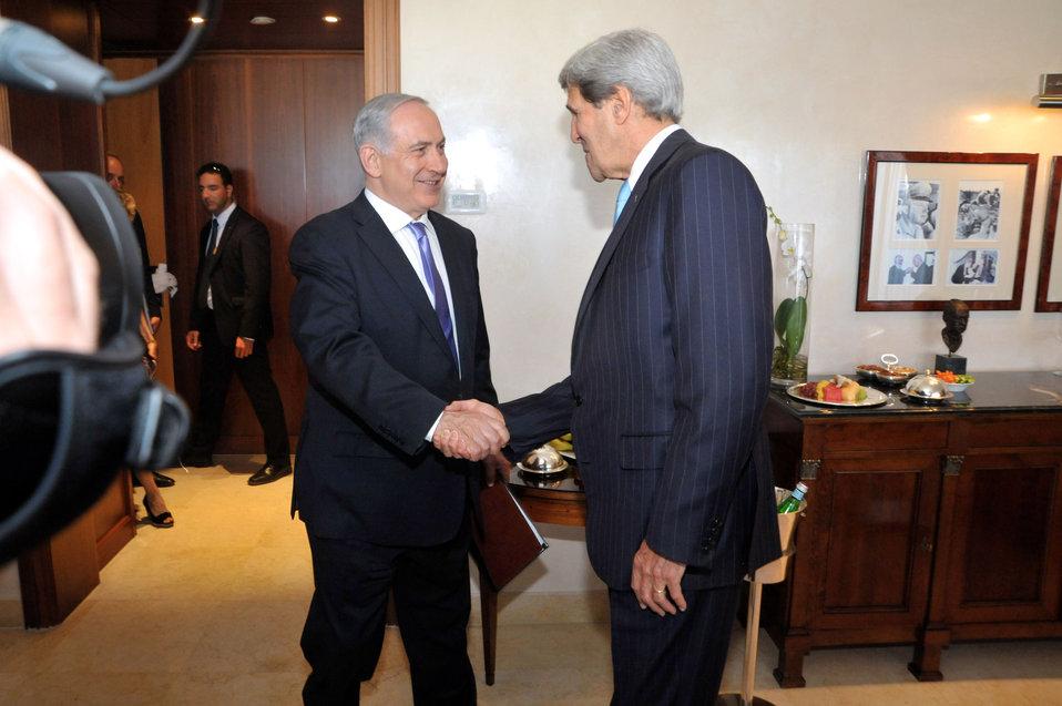 Israeli Prime Minister Netanyahu Greets Secretary Kerry