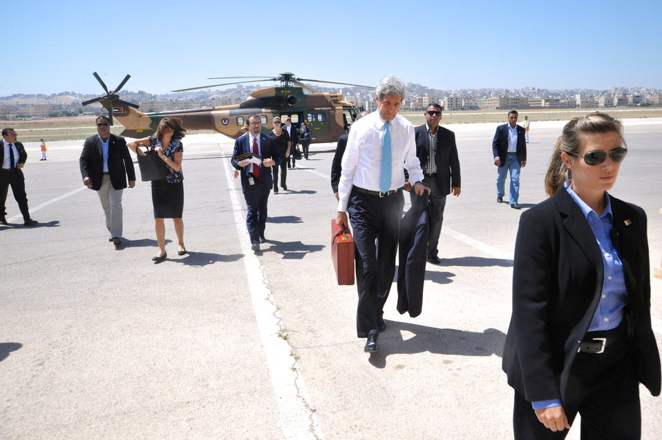 Secretary Kerry Arrives in Jordan