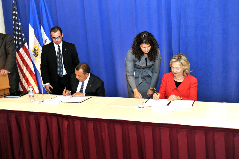 Secretary Clinton and Honduran President Lobo Sign a Memorandum of Understanding