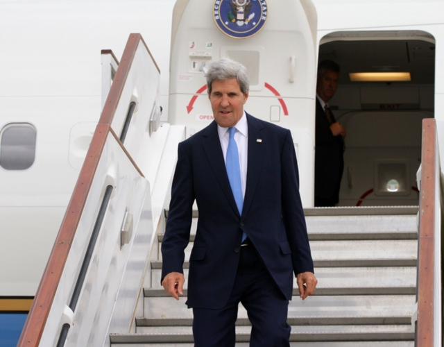 Secretary Kerry Arrives in London
