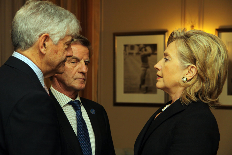Secretary Clinton Speaks With Canadian, French Foreign Ministers