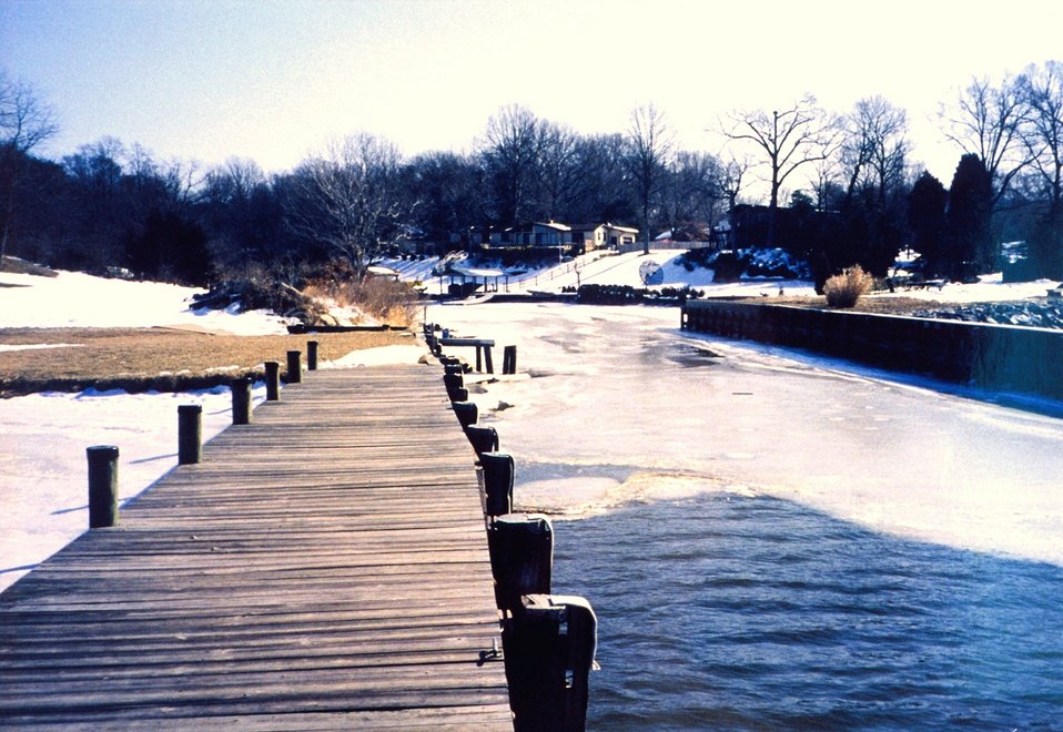 Winter and ice along the Patuxent River.