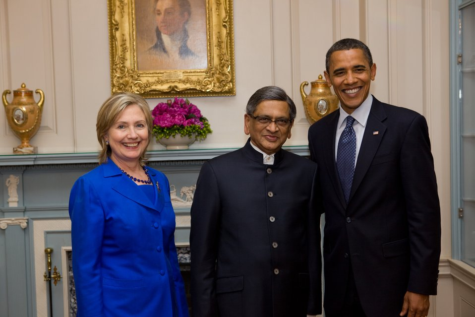Secretary Clinton, Indian Minister of External Affairs S.M. Krishna, and President Obama Pose for Photo