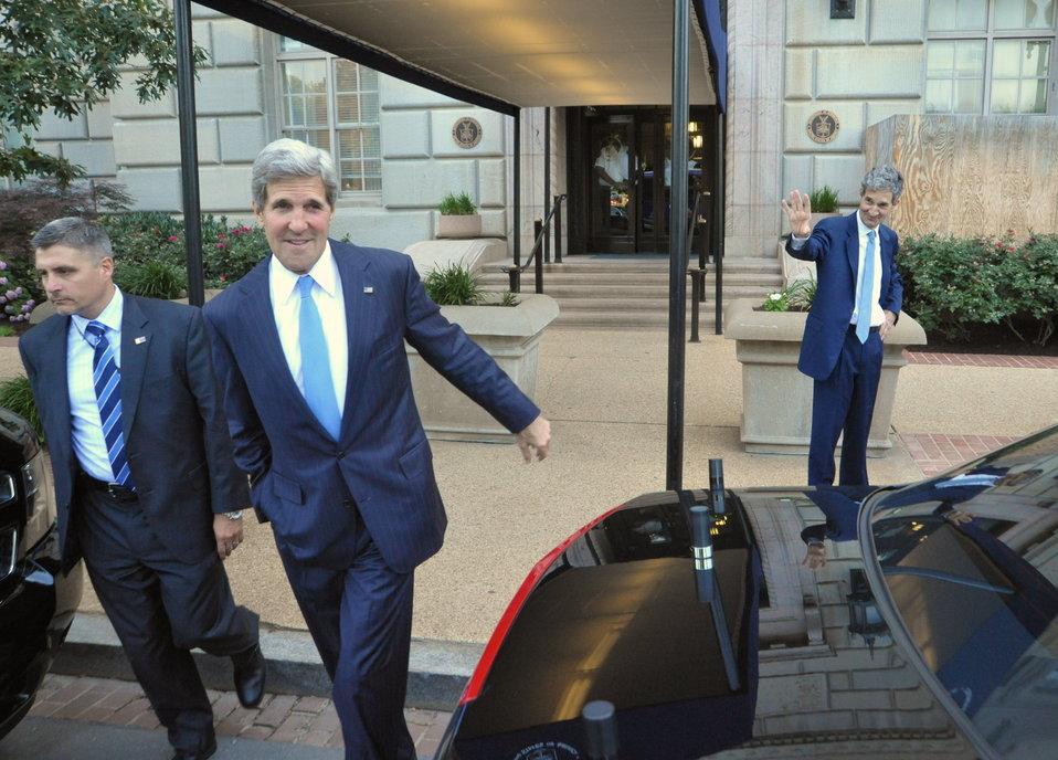 Acting Commerce Secretary Cameron Kerry Bids Farewell to His Brother, Secretary John Kerry