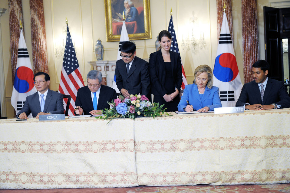 Secretary Clinton and Korean Foreign Minister Kim Sung-Hwan Participate in a Signing Ceremony