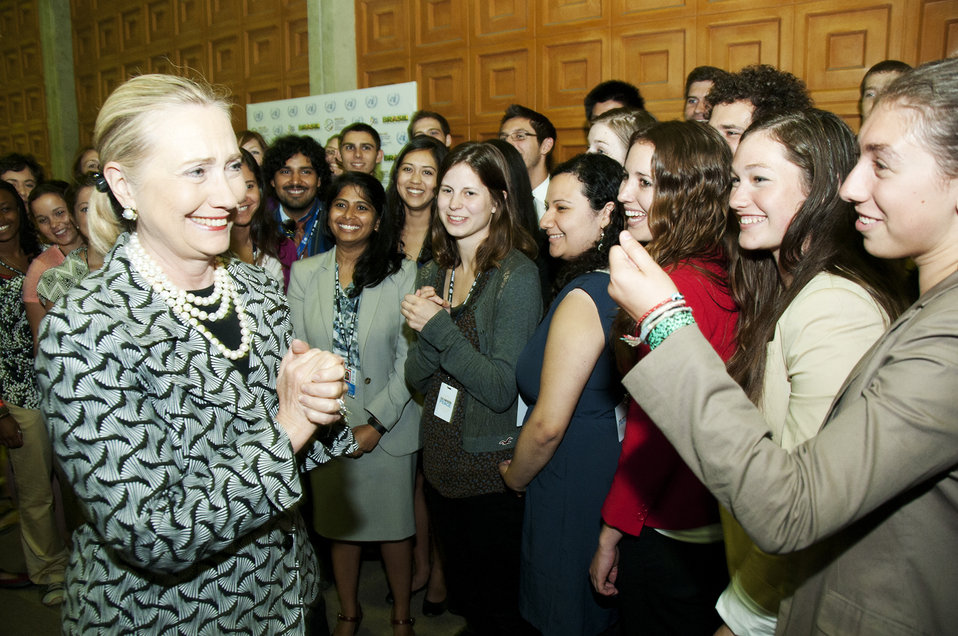 Secretary Clinton Greets SustainUS Youth Members
