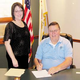 Breese Mayor Charles Hilmes signs the National Drug Facts Week proclamation. Joining Mayor Hilmes is Jennifer Knopp, Prevention Specialist for Hoyleton Youth and Family Services.