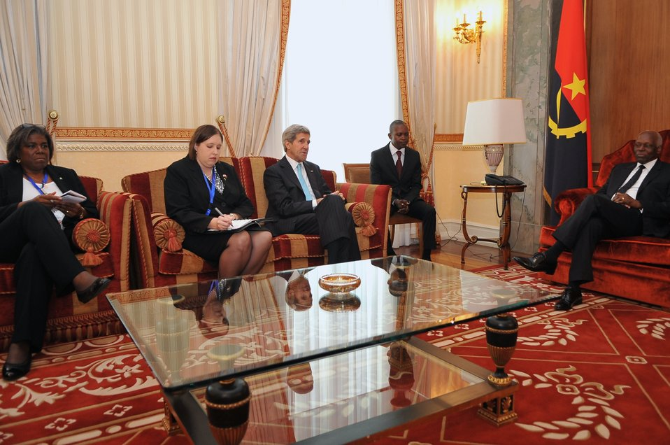 Secretary Kerry, Assistant Secretary Thomas-Greenfield Meet Angolan President dos Santos in Luanda