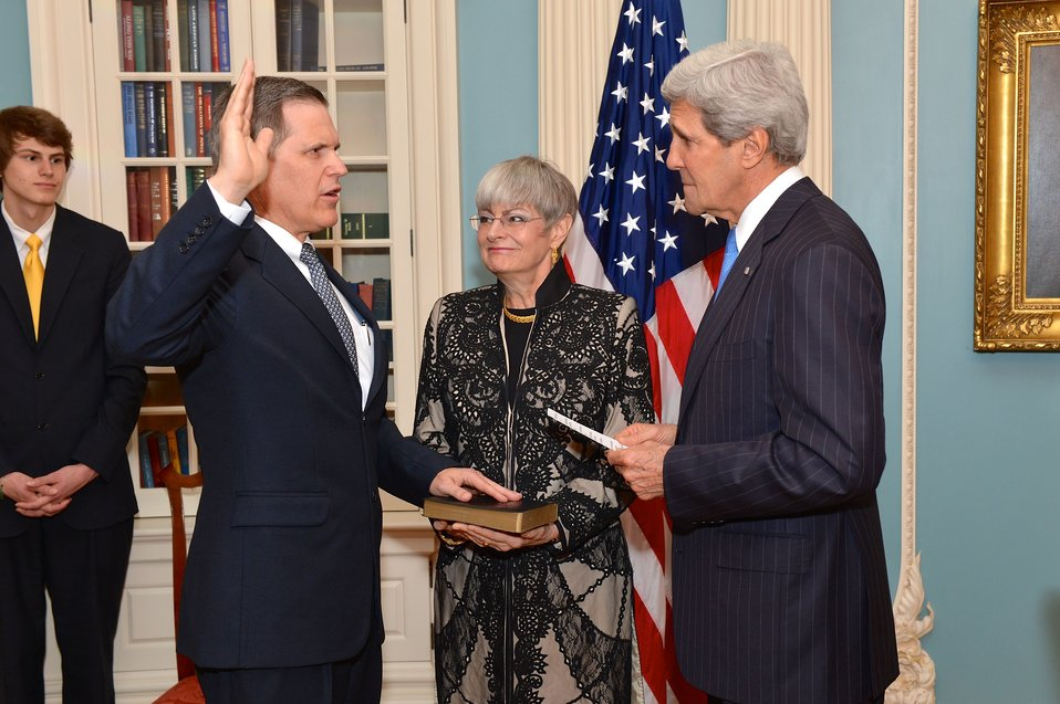 Secretary Swears in Ambassador Tueller