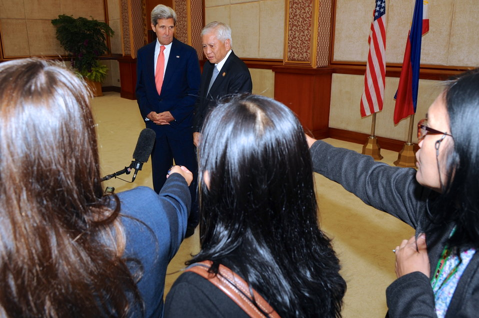 Philippines Foreign Minister del Rosario Addresses Reporters With Secretary Kerry