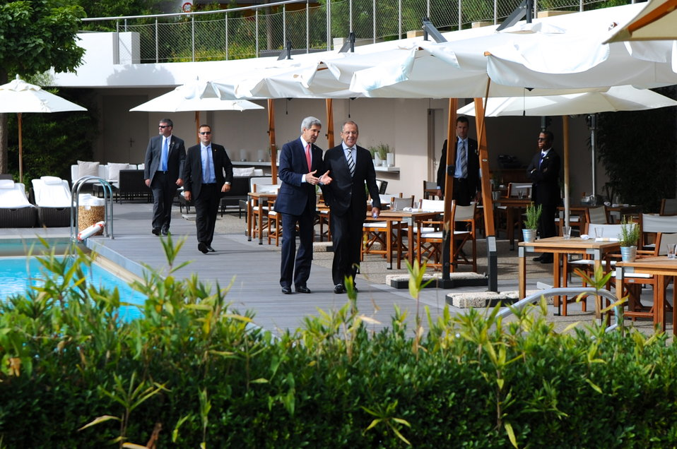 Secretary Kerry, Foreign Minister Lavrov Take Walk After Syria Agreement