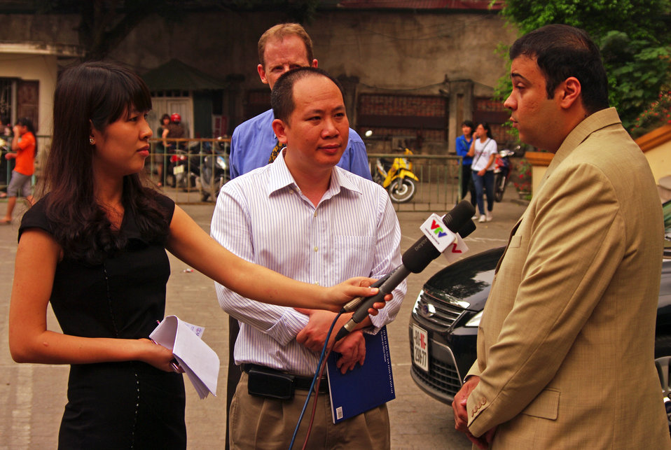 USAID Health Officer Xerses Sidhwa speaks to journalists at Vietnam's World TB Day Event.