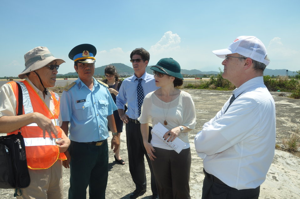 USAID Deputy Administrator Donald Steinberg and delegation visit Danang Airport