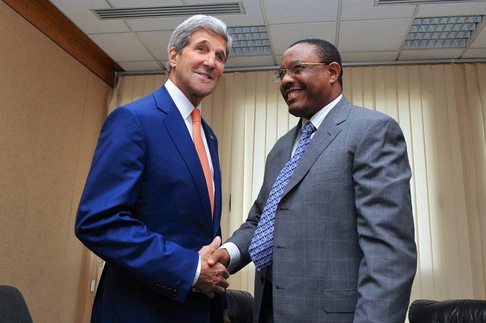 Secretary Kerry Shakes Hands With Ethiopian Prime Minister Hailemariam