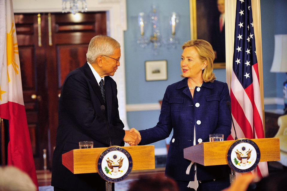 Secretary Clinton Shakes Hands With Philippines Foreign Minister Del Rosario