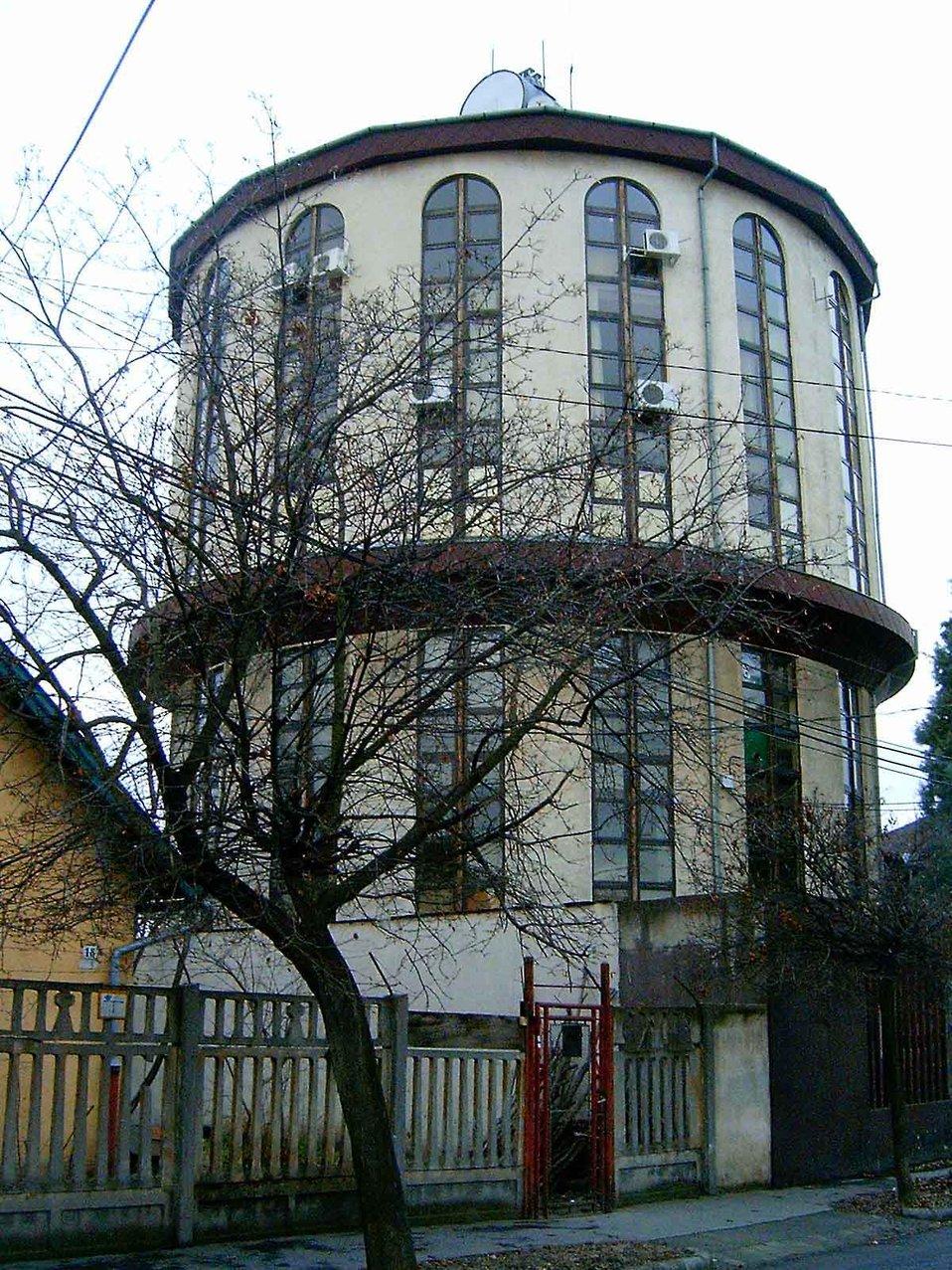Magyar:  Kispesti víztorony Deutsch:  Wasserturm Kispest (18. Bezirk in Budapest) Watertower in Kispest (18th district in Budapest)