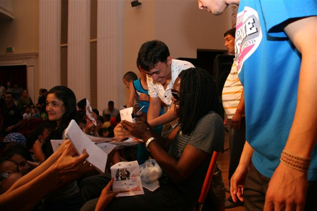 Melvin Williams Group Meets With Fans