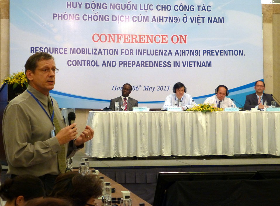 Dr. Tim Meinke, USAID, speaks at the Conference on Resource Mobilization for Influenza A (H7N9) Prevention, Control and Preparedness in Vietnamce on Resource Mobilization for Influenza A (H7N9) Prevention, Control and Preparedness in Vietnam