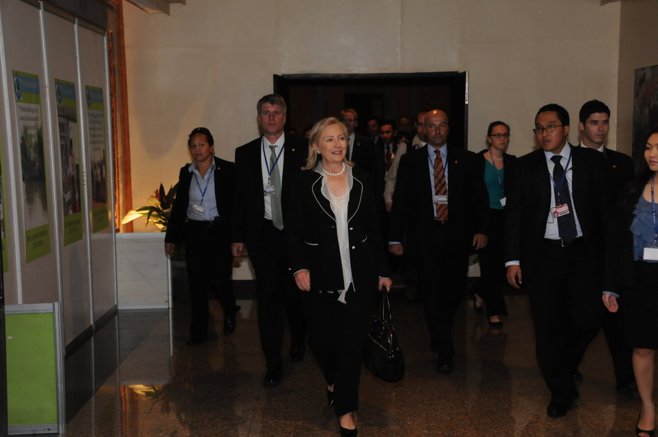 Secretary Clinton Enters Her Bilateral Meeting With Vietnamese Foreign Minister Phạm Gia Khiêm