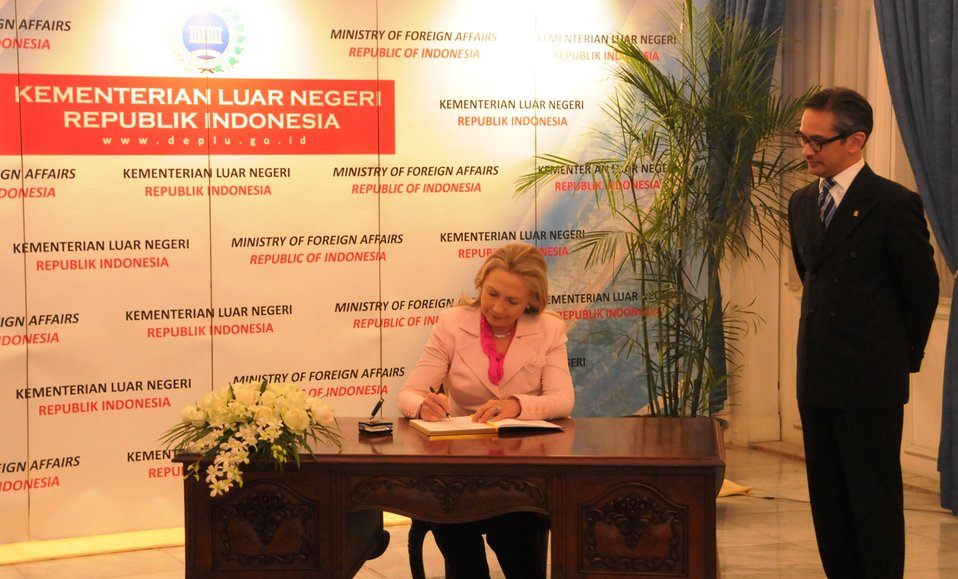 Secretary Clinton With Foreign Minister Natalegawa in Indonesia