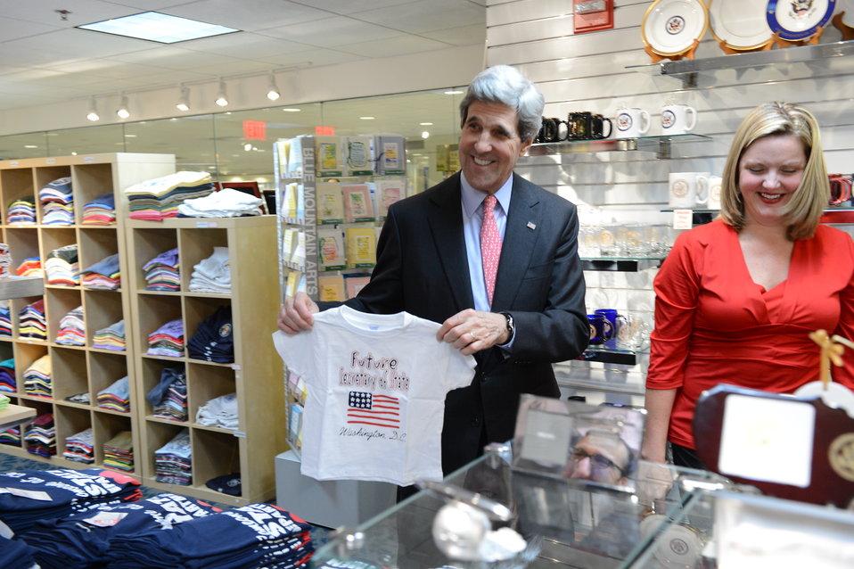 Secretary Kerry Visits the Gift Shop