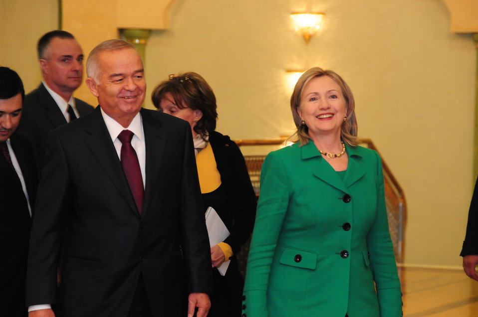 Uzbek President Karimov Walks With Secretary Clinton