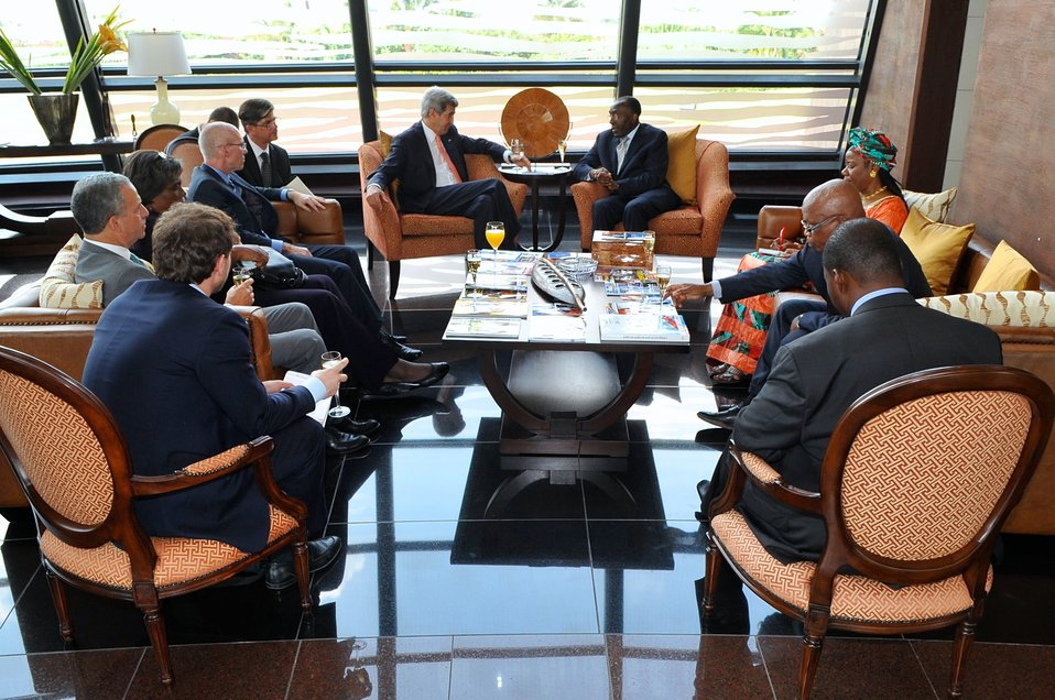 Secretary Kerry, Democratic Republic of Congo Foreign Minister Tshibanda Meet in Kinshasa