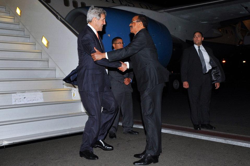 Ethiopian Ambassador Gebre-Christos Welcomes Secretary Kerry to Addis Ababa