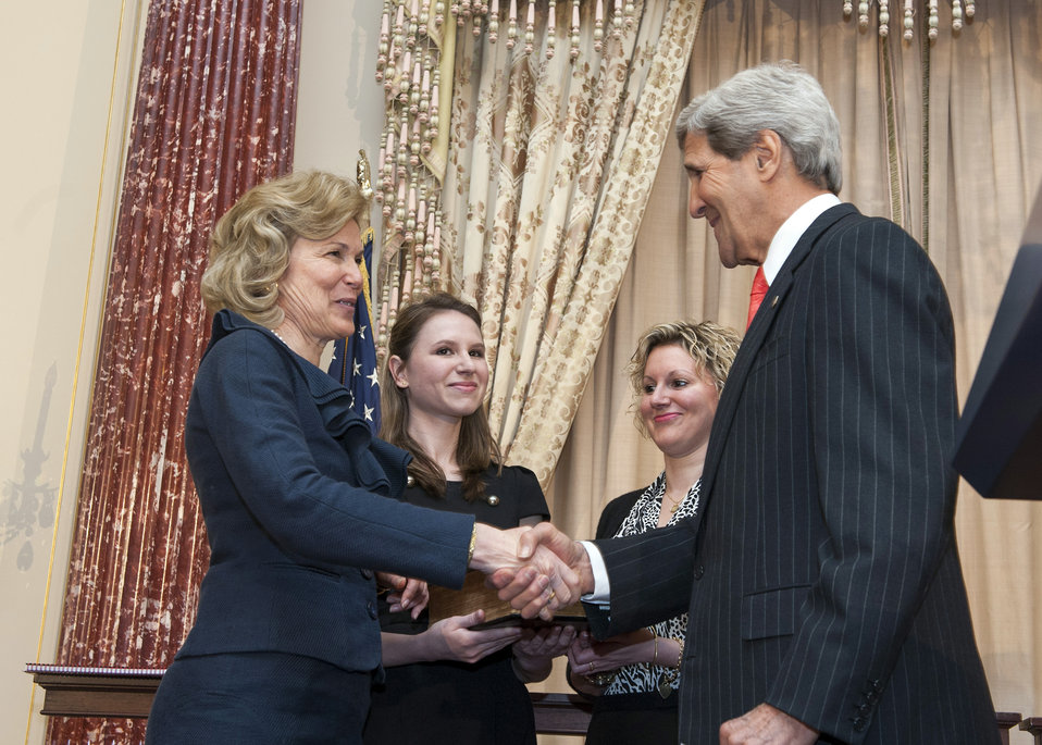 Secretary Kerry Swears in Ambassador Birx