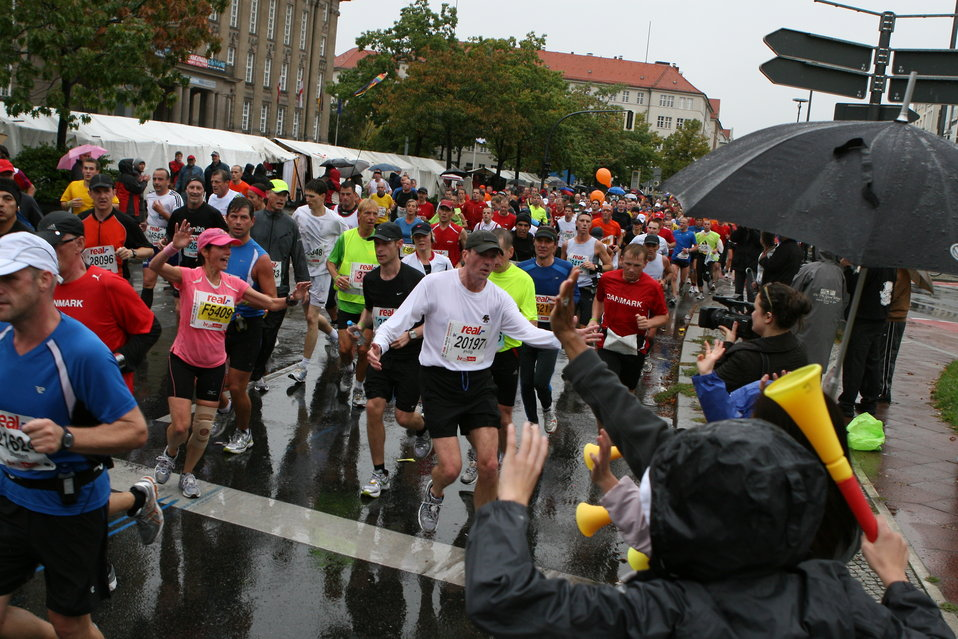 Ambassador Murphy and His Wife Partake in the Berlin Marathon