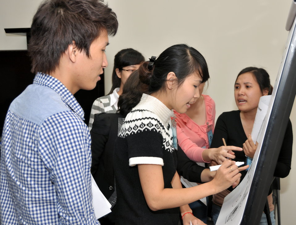 Students join the 'USAID and Higher Education in Vietnam' talk