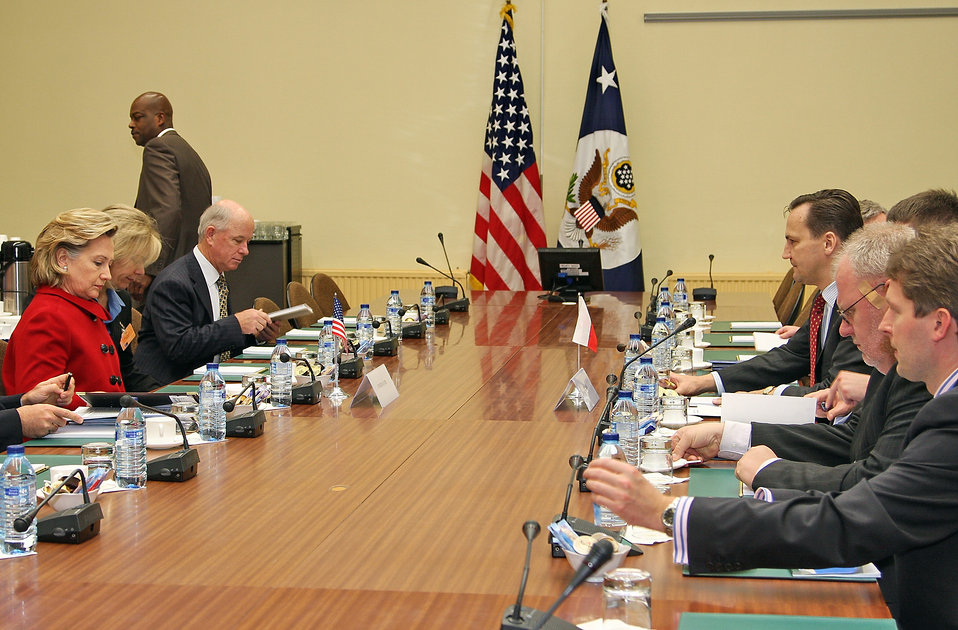 Secretary Clinton Meets With Polish Foreign Minister