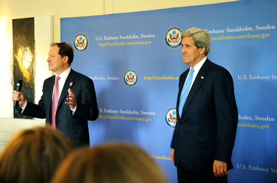 Ambassador Brzezinski Introduces Secretary Kerry to Embassy Stockholm Staff and Families